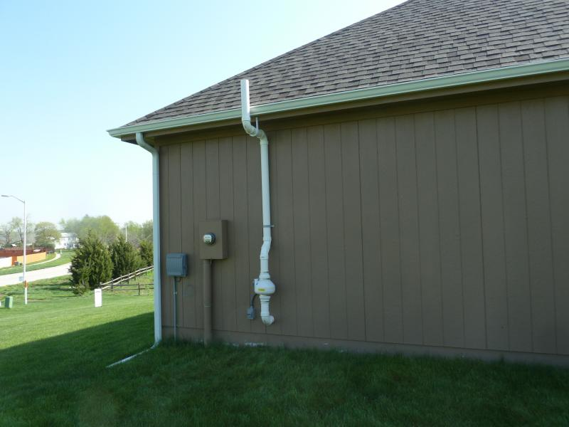 Radon Mitigation System with outside radon fan